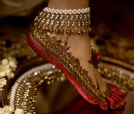 Vogue Crafts & Designs Pvt. Ltd. manufactures and exports diamond and gold jewelry anklets at wholesale prices