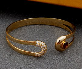 Vogue Crafts & Designs Pvt. Ltd. manufactures and exports metal jewelry bracelets at wholesale prices