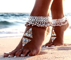 Vogue Crafts & Designs Pvt. Ltd. is a trusted manufacturer and exporter of silver anklets at wholesale prices.