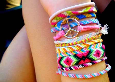 We manufacture fashion bracelet at best wholesale prices in the industry.