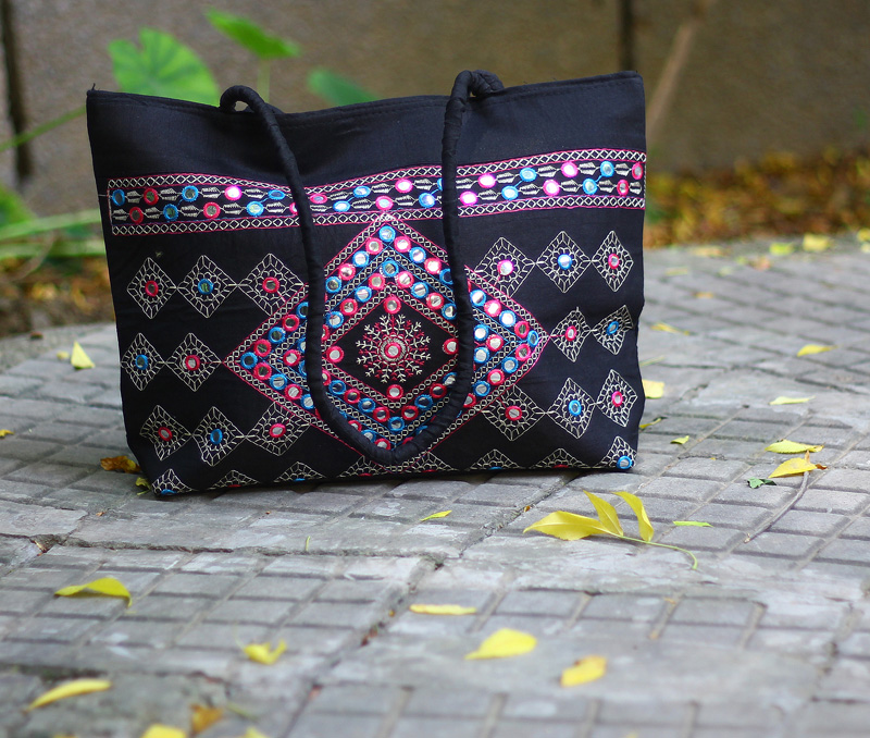 Latest Design Jewelry - Mirror Work Shoulder Bag .