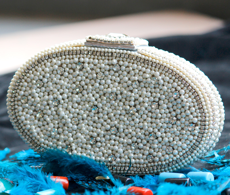 Latest Design Jewelry - Pearl-O-Mania Oval Clutch .