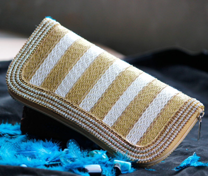 Vogue Crafts & Designs Pvt. Ltd. manufactures Lines of Gold and Silver Clutch at wholesale price.