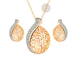 Vogue Crafts and Designs Pvt. Ltd. manufactures Designer Diamond Pendant with Earrings at wholesale price.