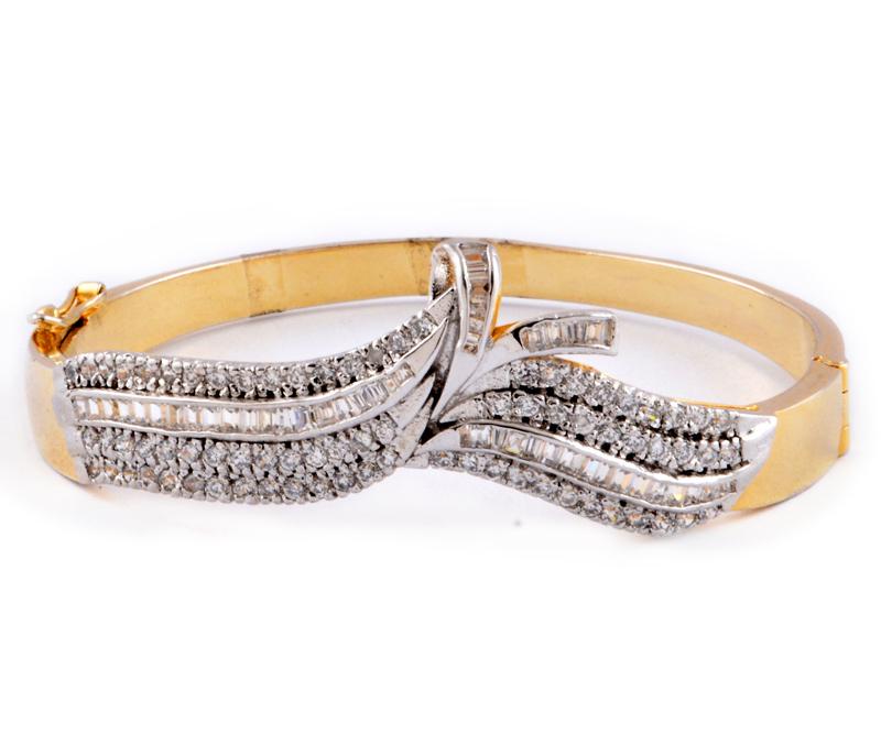 Vogue Crafts & Designs Pvt. Ltd. manufactures Adjustable Golden Bracelet at wholesale price.