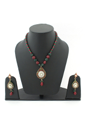 Vogue Crafts and Designs Pvt. Ltd. manufactures Necklace Earrings Set with Kundan-Meena work at wholesale price.