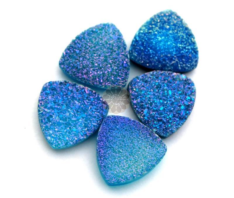 Vogue Crafts & Designs Pvt. Ltd. manufactures blue druzy at wholesale price.