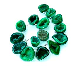 Vogue Crafts and Designs Pvt. Ltd. manufactures green druzy at wholesale price.