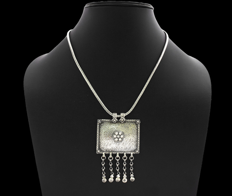 Vogue Crafts & Designs Pvt. Ltd. manufactures Vintage Silver Pendant at wholesale price.
