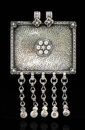 Vogue Crafts and Designs Pvt. Ltd. manufactures Vintage Silver Pendant at wholesale price.