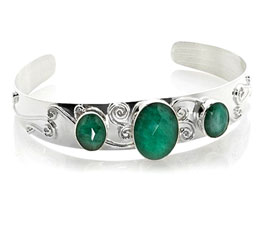 Vogue Crafts and Designs Pvt. Ltd. manufactures Emerald Stone Silver Cuff at wholesale price.